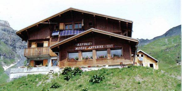 Tour des Aiguilles Rouges. Refuge de Bellachat – Refuge de Moëde Anterne (1993 m). Etape 03